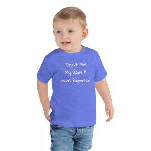 trust me my dad's a news reporter local news toddler tshirt